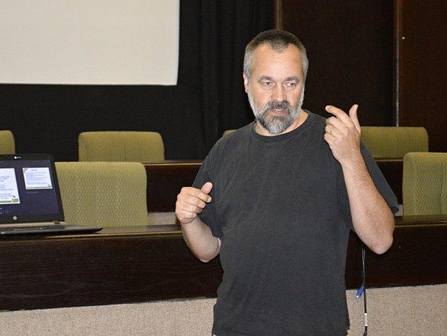 Pavel Novák, ředitel občanského sdružení Fokus Praha, které se dlouhodobě zabývá pomocí lidem s duševním onemocněním.