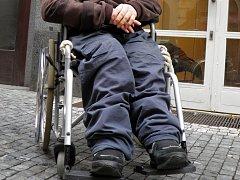 Ruce a nohy handicapovaného muže Tomáše Lance.