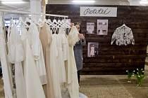 Svatební šaty. Ilustrační foto.