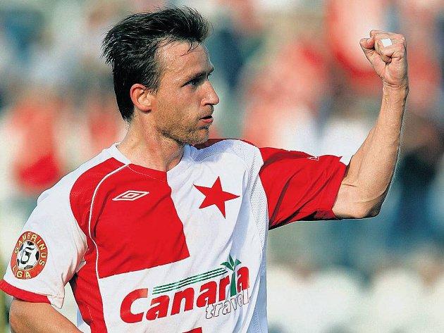 JE TAM! Vladimír Šmicer slaví zaťatou pěstí svou obnovenou gólovou premiéru v české lize. Branku v ní vstřelil po jedenácti letech z penalty.