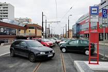 Prostor tramvajové zastávky Pankrác stále slouží jako parkoviště.