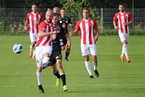 V ÚTLUMU. Stroj fotbalistů Žižkova se trochu zadrhl. Z posledních čtyř zápasů prohráli tři. S Hradcem Králové (na snímku), v Ústí nad Labem a včera s Třincem.