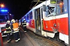 Srážka tramvají v Praze 6.