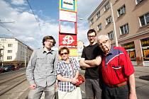 Na tramvajové zastávce U Kaštanu v pražském Břevnově.