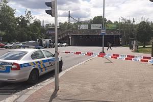Nález podezřelého batohu na zastávce MHD v Praze.