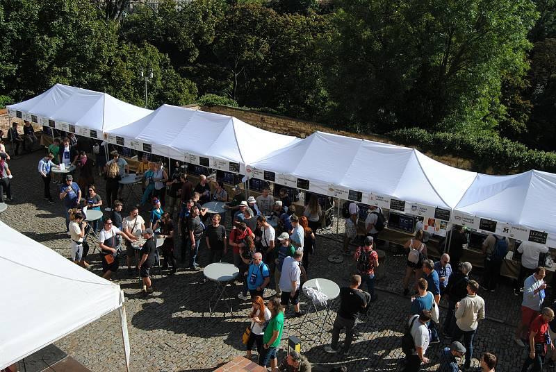 Festival minipivovarů v zahradách Pražského hradu.