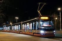 MÍŘÍ DO HLAVNÍHO MĚSTA. Vedle plzeňských kolejí by měla souprava ozkoušet i ty pražské, do běžného provozu se s novými tramvajemi ForCity počítá už na konci roku.