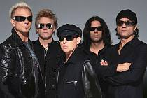 HRÁLI I NA RUDÉM NÁMĚSTÍ. Němečtí Scorpions mají své fanoušky po celém světě.