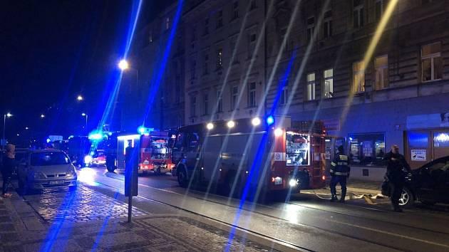 Noční požár v ulici Na Poříčním právu.