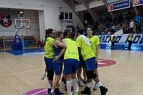 Basketbalistky ZVVZ USK Praha přehrály Wislu Krakov 90:70