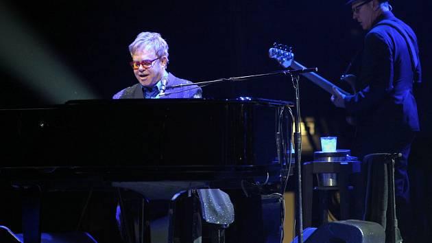 Elton John zahrál 18. prosince v Praze.
