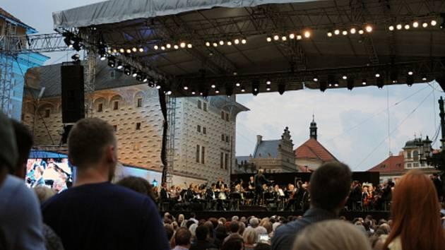 Koncert České filharmonie pod širým nebem.