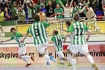 GÓL! Martin Dlouhý proměnil rozhodující penaltu a zelenobílá radost mohla propuknout!