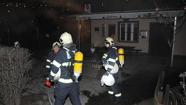 Požár v technické místnosti zlikvidovali za pomocí dvou vodních proudů a speciálního vysokotlakého hasicího zařízení CCS Cobra.
