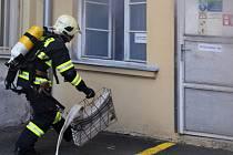 Cvičení hasičů spojené i s evakuací dětí se ve čtvrtek 16. dubna 2015 uskutečnilo v budově foniatrické kliniky Všeobecné fakultní nemocnice v Žitné ulici v centru Prahy. Hasiči ze dvou pražských stanic se museli vypořádat s požárem v elektrické rozvodně.