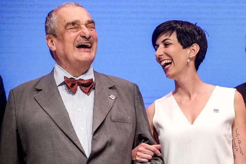 TOP 09 představila 30. května v Praze svoji volební kampaň do podzimních voleb. Na snímku Karel Schwarzenberg a Markéta Pekarová Adamová.