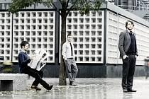 Berlínská skupina The Brandt Brauer Frick Enesemble, která hraje taneční techno na klasické nástroje.
