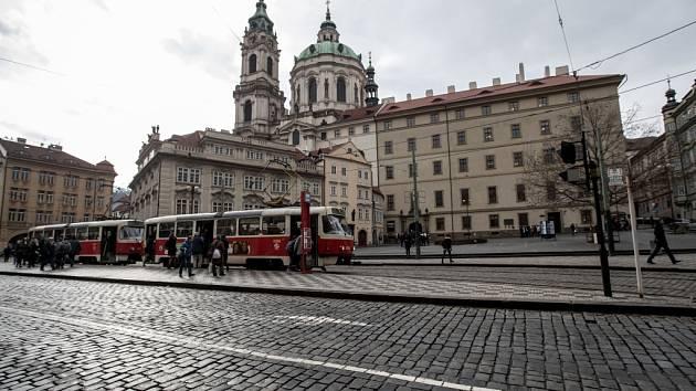 Pražské Malostranské náměstí.