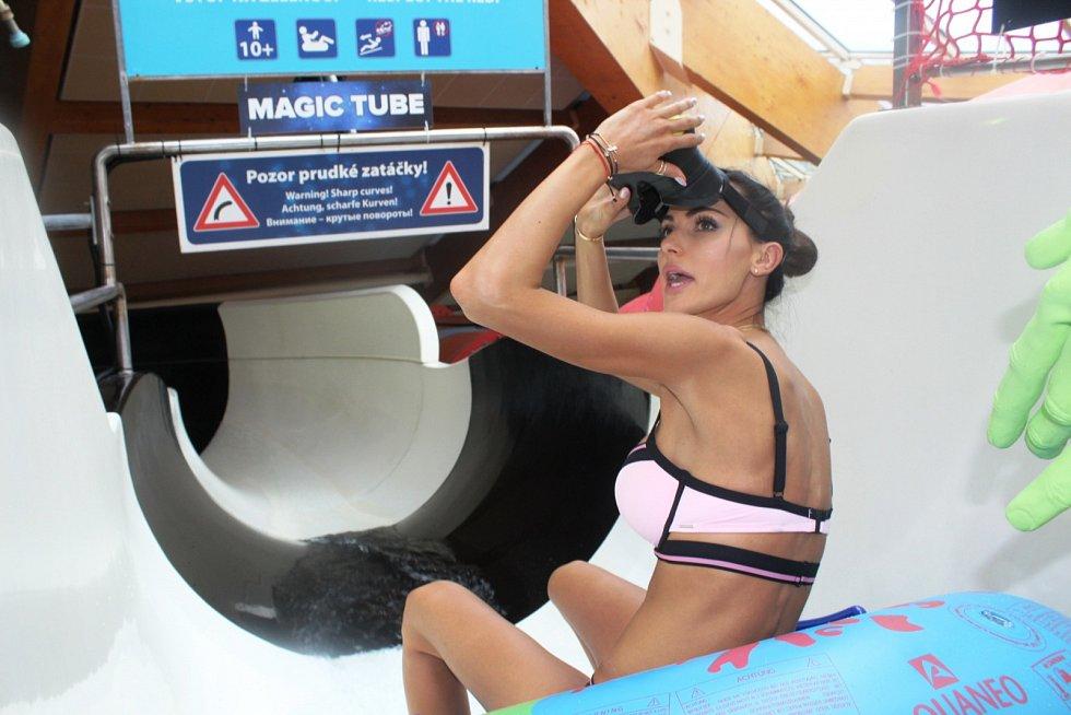 Virtuální tobogán v Aquapalace v Čestlicích. Vyzkoušela ho i modelka Eliška Bučková.