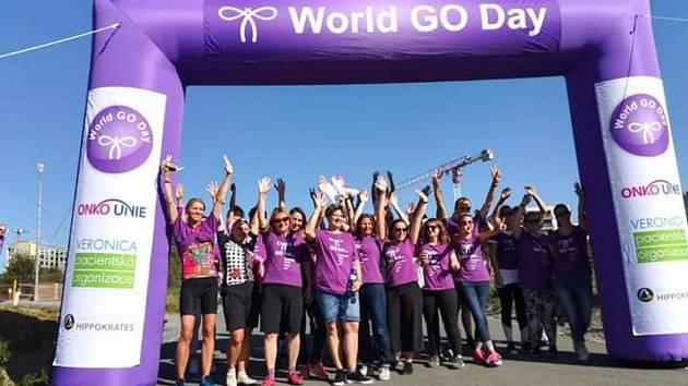 V neděli 20. září projel Prahou peloton cyklistů, který upozornil na důležitost prevence rakoviny děložního čípku. Akce nazvaná Fialová cyklojízda se letos konala již podruhé a je součástí celosvětové kampaně World GO Day. Foto: Lenka Hájková