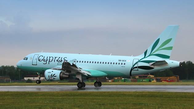 Cyprus Airways na pražském letišti.