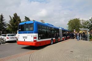 Kloubové autobusy SOR pro linku Praha - Neratovice.