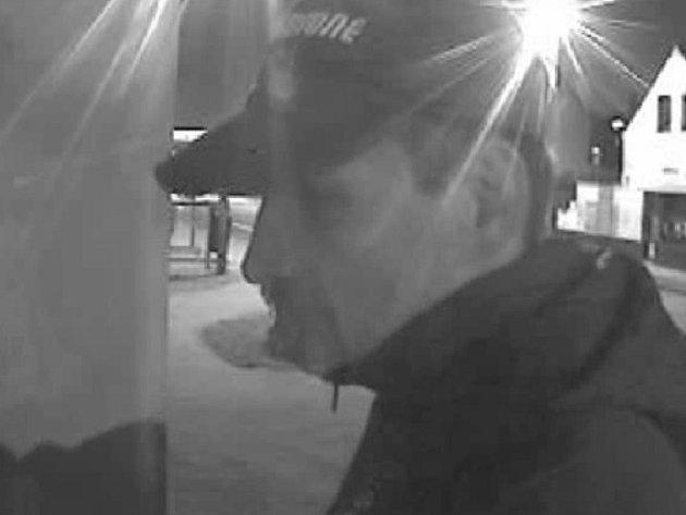 Krádež auta i bankomatu