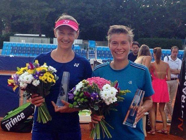 Renatě Voráčové (vlevo) pomohla nizozemská spoluhráčka Demi Schuursová