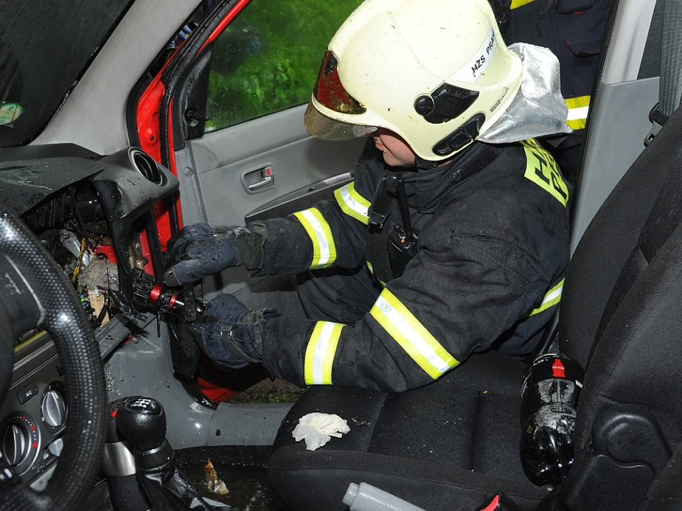 Požár interiéru auta.