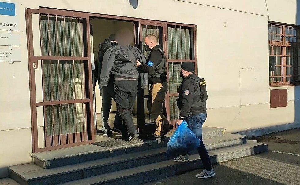 Policie zadržela pachatele loupežného přepadení banky na Smíchově.