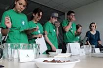 Děti hodnotily vzorky mléčné čokolády jako správní kvalitáři.