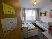 Nadační fond Klíček, který provozoval v areálu pražské Fakultní nemocnice Motol ubytovnu pro rodiče hospitalizovaných dětí, začal 31. října po poledni tyto prostory vyklízet.