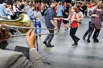 """""""Pořádný tanec"""" slibovalo už v pondělí rozhlasové hlášení v metru"""