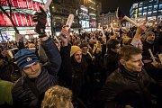 Tisíce lidí protestovaly 5. března na pražském Václavském náměstí proti zvolení Radka Ondráčka do kontrolní komise GIBS a proti premiérovi Babišovi.