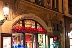 Provozovatel masážních a relaxačních salonů Thajský ráj v centru Prahy čelí kritice veřejnosti.