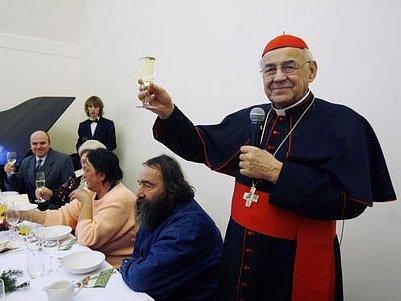 Dnes se konal vánoční oběd pro bezdomovce staré a osamělé – 10. ročník charitativní akce konané pod záštitou kardinála Miloslava Vlka.