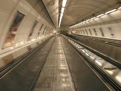 Eskalator v metru. Ilustrační foto.