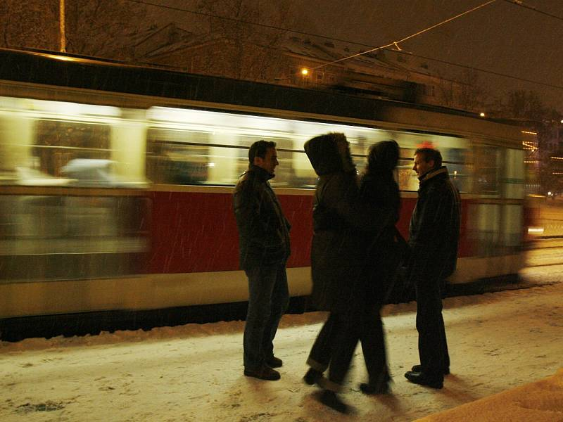 Noční tramvaj. Ilustrační foto.