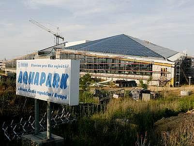 Akvapark se v Čestlicích staví již několik let. Podle nejnovějších slibů by mohl být otevřen na jaře v roce 2008.