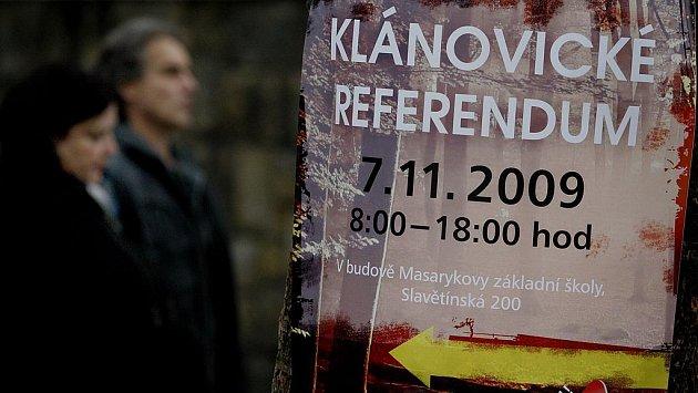 V Klánovicích se v sobotu 7. listopadu rozhodovalo v referendu o rozšiřování golfového hřiště.
