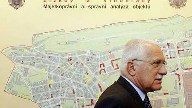 NÁVŠTĚVA. Prezident Václav Klaus měl včera v Praze 3 bohatý a pestrý program.