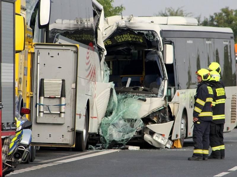 Nehoda autobusů v ulici K Barrandovu 7. září 2021.