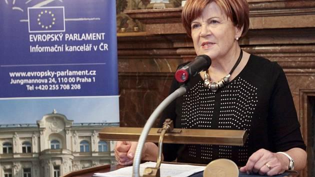 Ze slavnostního předání Ceny evropského občana udělované Evropským parlamentem. Za nadaci Naše dítě ji převzala ředitelka nadace a senátorka Zuzana Baudyšová.
