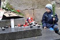 Oslavy 26. výročí Sametové revoluce 17. listopadu v Praze na Albertově.