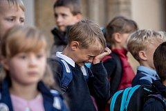 Po dvouměsíčních letních prázdninách přišly opět 4. září do škol děti, některé poprvé. Prvňáčci přišli i do ZŠ Praha 7 na Strossmayerově náměstí.