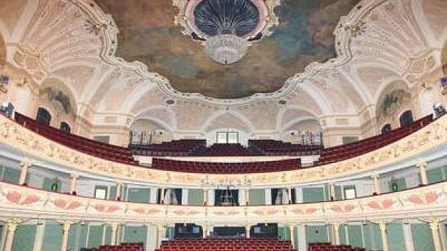 Na prknech divadla Karlín budou dnes tanečníci West side story vystupovat naposledy.