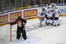 Dohrávka 14. kola hokejové extraligy: HC Sparta Praha - HC Škoda Plzeň, 24. listopadu 2020 v Praze. Hráči Plzně se radují z druhého gólu.