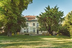 Síť cowokringových center Impact Hub rozšířila prostory o neobarokní vilu na pražských Vinohradech.
