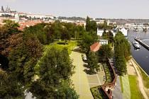 Jak je patrné na vizualizaci, pražská Kampa by si i po dokončení revitalizace měla zachovat svou původní tvář.