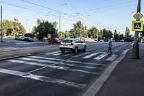 Přechod přes ulici Jana Želivského u hospody U Kozla patří mezi nejnebezpečnější v Praze. Místní se však bojí jeho zrušení.